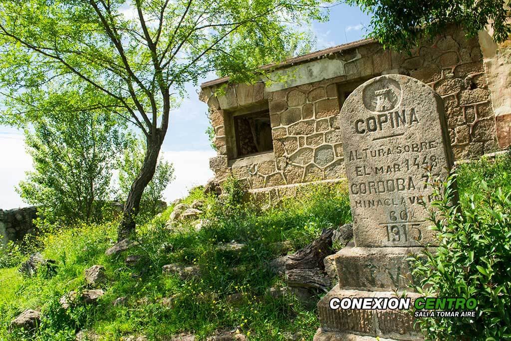 Se colocaron dos monolitos uno en Pampa de Achala y el de la imagen en Copina